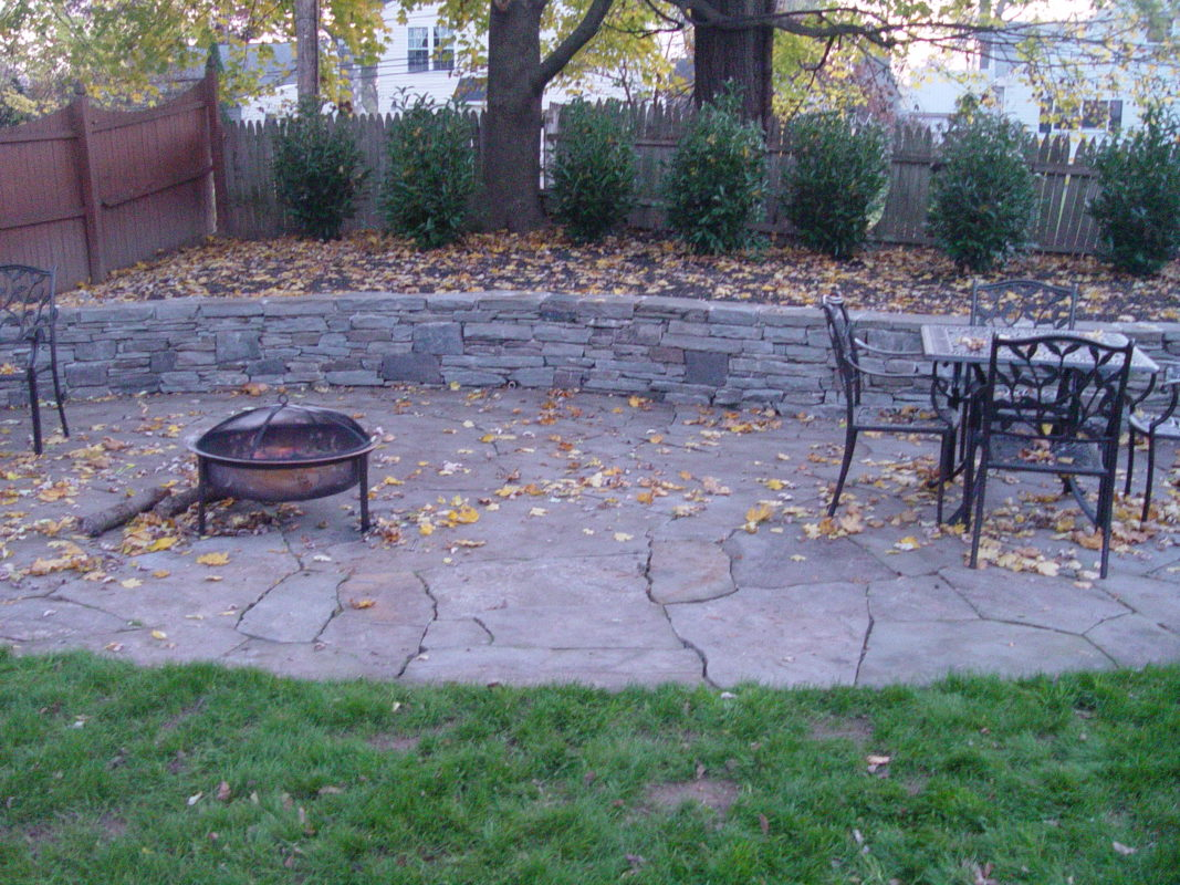 A Professional Teaches You How To Build A Flagstone Patio